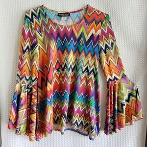 🎀The Pyramid Collection boho top M